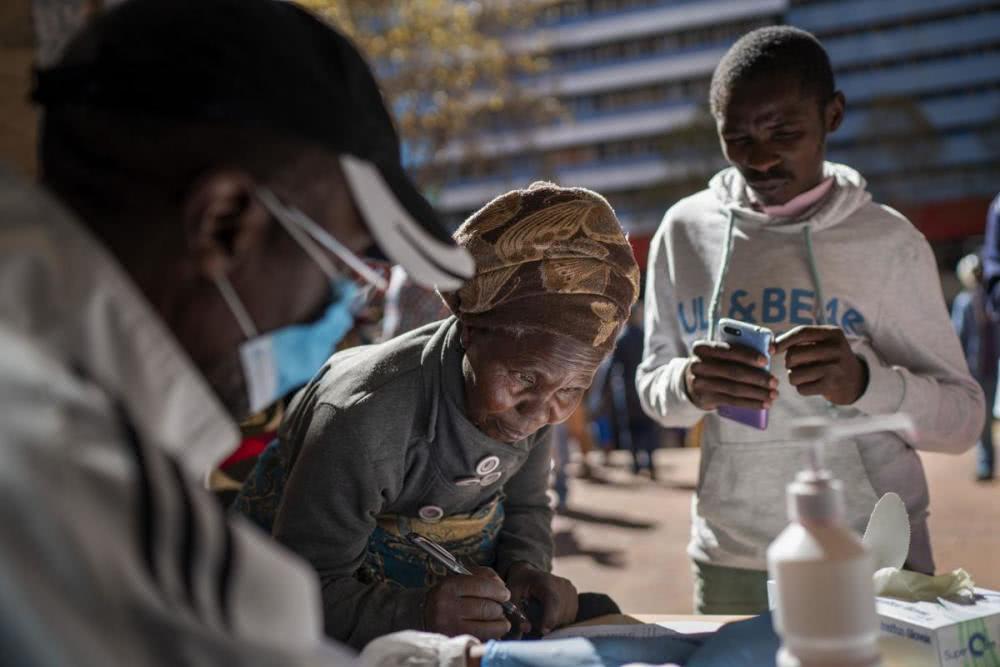 防护装备短缺,南非一医院66人感染